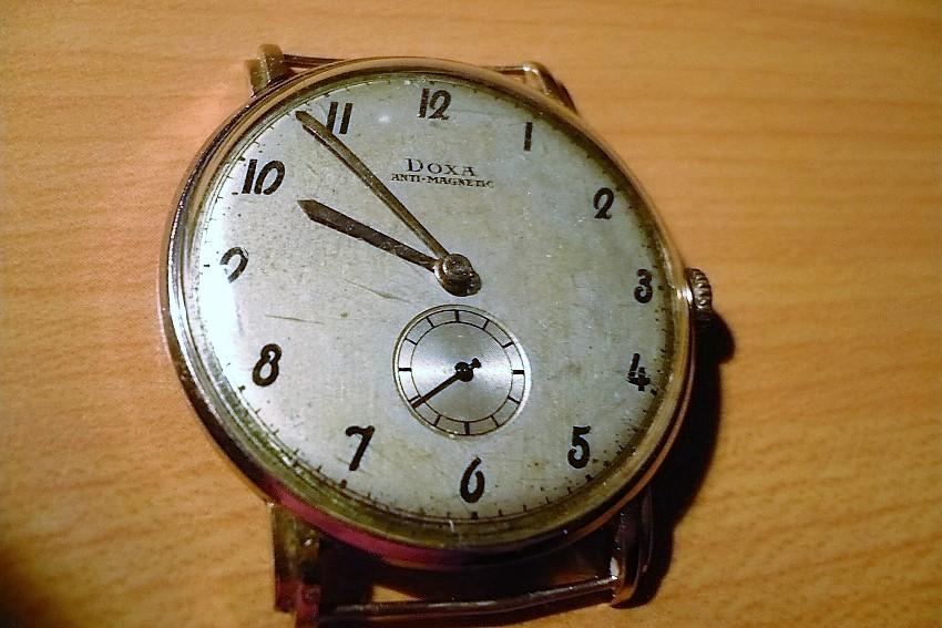 5a2024d47da Pánske zlaté švajčiarske náramkové hodinky DOXA