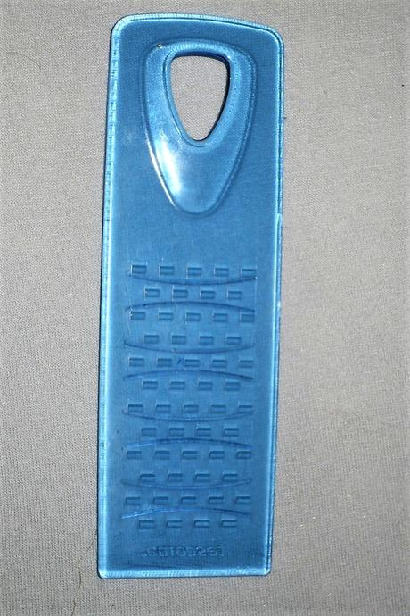 Plastový struhák na strúhanie pokrmov pre bábätká,