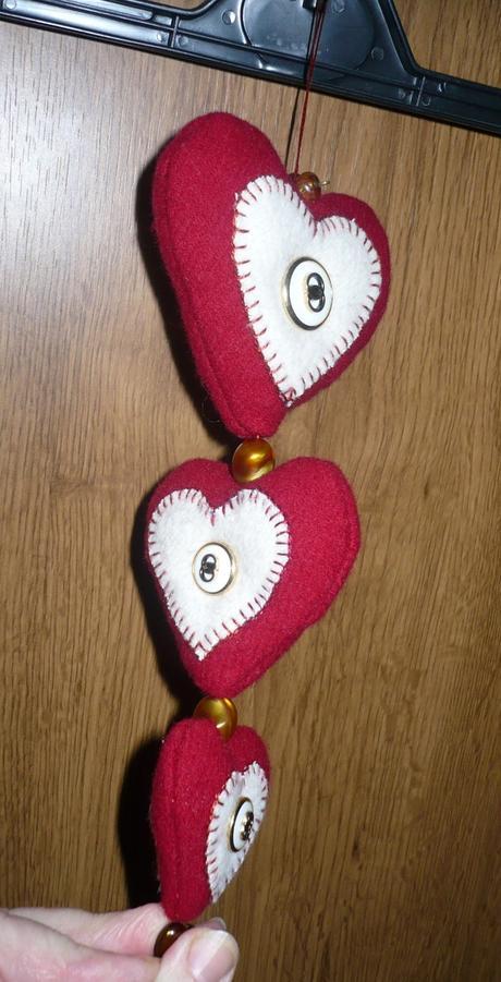 Srdiečkové závesné dekorácie - nepoužité,