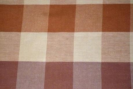 Textilný károvaný obrus,