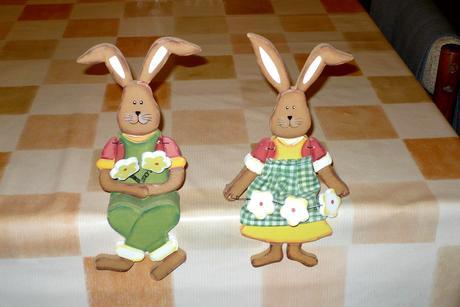 VK dekorácia -sediace drev.zajačiky- cena s poštou,