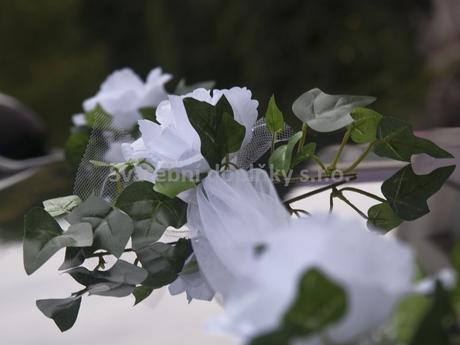 dekorace na auto z tylu - bílé růže 2 ks 1,7 m,