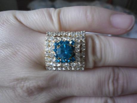 Štrasový prsteň,