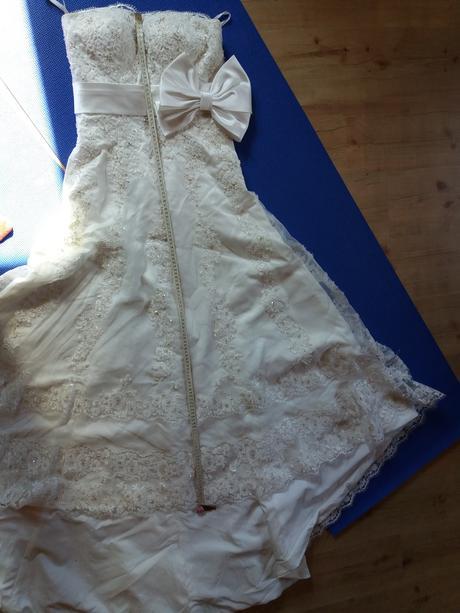 Nepoužité krajkové šaty s vlečkou, 36 - 40, 37