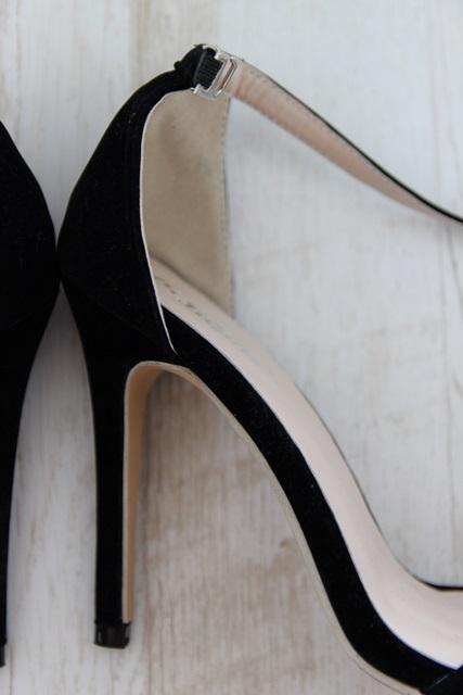 Černé sametové střevíčky, 38