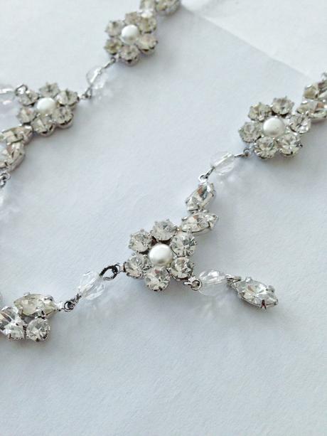 Elegantný štrasový náhrdelník,