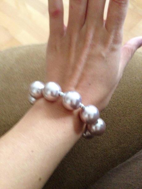 Perlový náramok na gumičke,