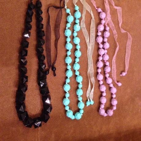 Retro náhrdelníky 3e/kus,