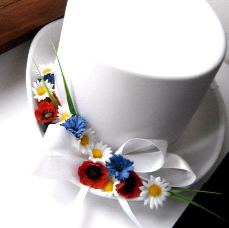 autokorsáž- bílý cylindr rozkvetlá louka,