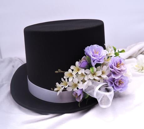 autokorsáž- černý cylindr s bílou a lila ,