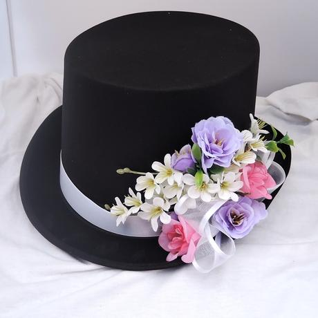 autokorsáž- černý cylindr s bílou, lila a růžovou,