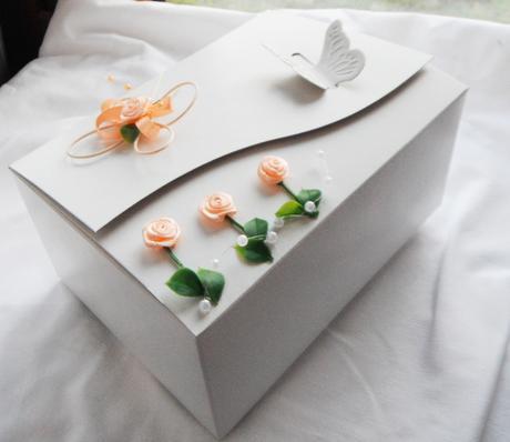 Krabička na výslužku- motýl a kytičky,
