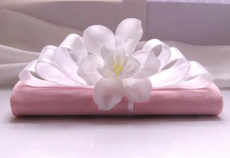 """kroužek na ubrousky """"Šlehačka a bílý květ"""","""