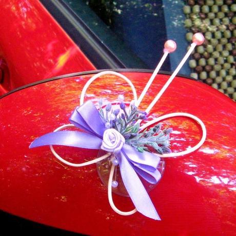 Motýlek na zrcátko auta levandulový,