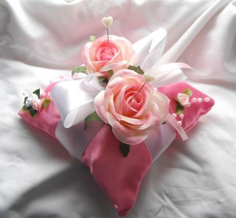 Polštářek na prstýnky - tmavě růžový- růžičkový,