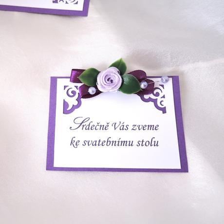 Pozvánka ke svatební mu stolu - fialové ornamenty,