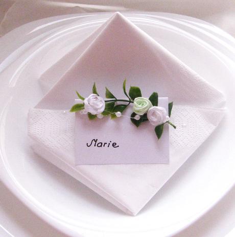 """svatební jmenovka """"Zelenobílé růžičky"""","""