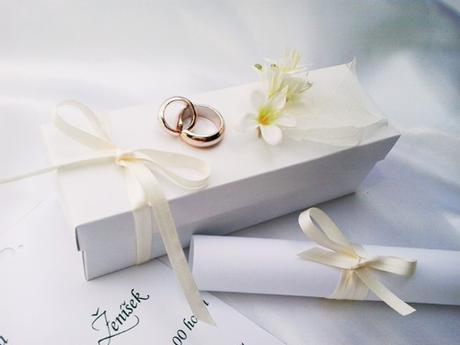 Svatební oznámení v krabičce- s prstýnky,
