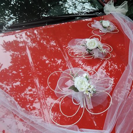 """Výzdoba svatebního auta- """"Bílé růže s růžovou"""","""