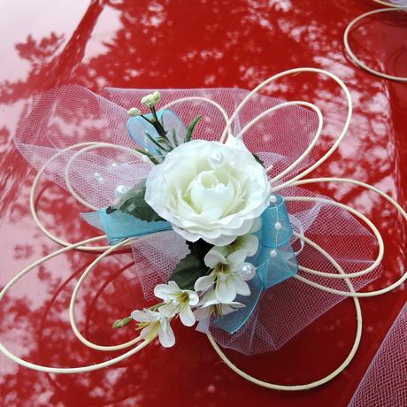 """Výzdoba svatebního auta- """"Bílé růže s tyrkysovou"""","""
