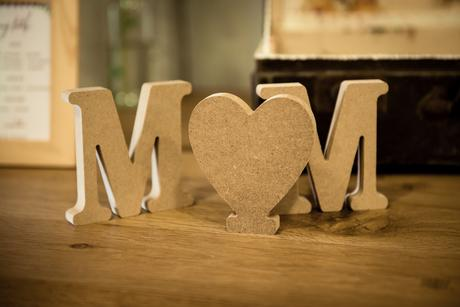 Písmena dekorace M M a srdce,