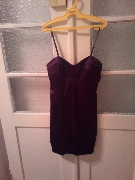 fialové saténové mini šaty, 40