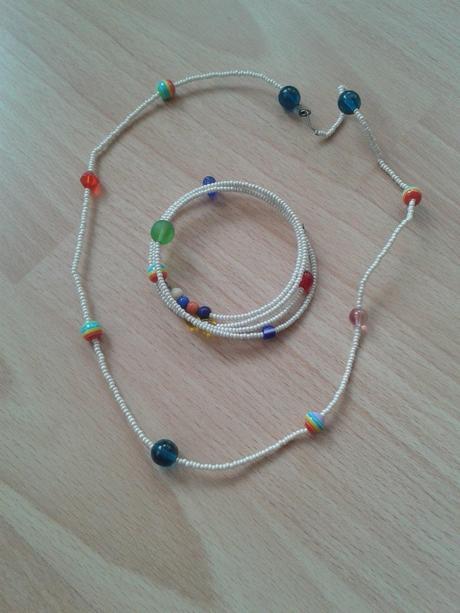 Korálkový náhrdelník a náramek,