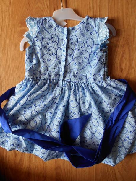 Modré šatičky s mašlí, 92