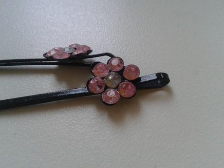 Růžové kytičkové sponky,
