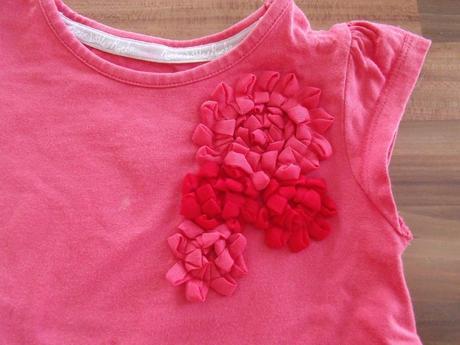 Růžové šaty s kytkou, 86
