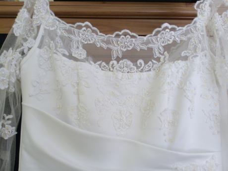 Korzetové svatební šaty s krajkovou aplikací 38-42, 40