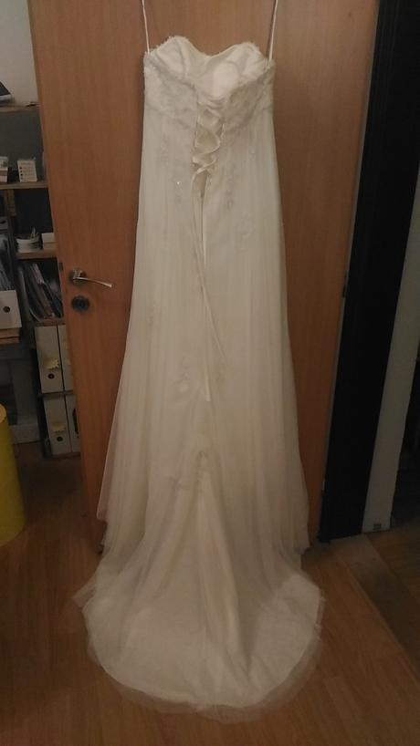 Volnější nebo těhotenské šaty, 38