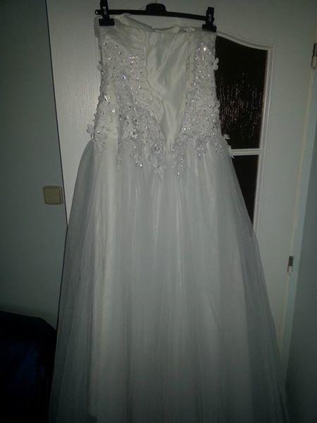 Bílé zdobené šaty, 36