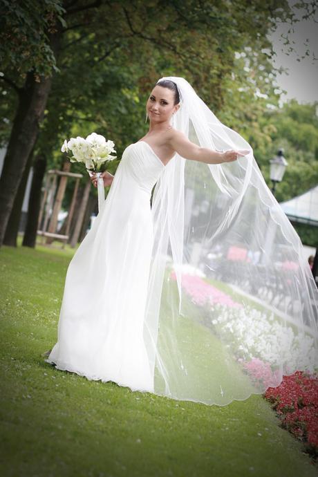 Nadčasové svadobné šaty, 36