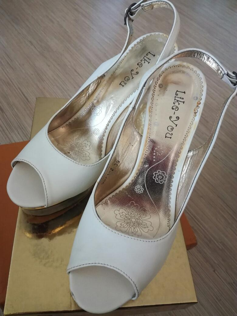 34d84a2aa4fa Biele sandále na leo platforme