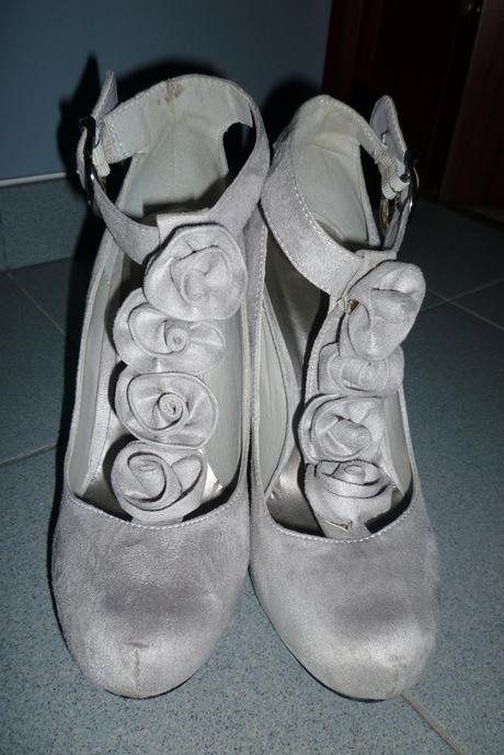 Sivé lodičky s ružičkami na priehlavku, 40
