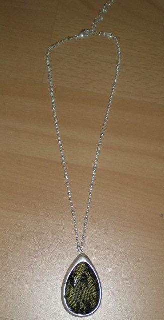 čipkovaný šperk Avon,