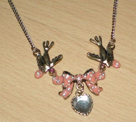 náhrdelník Betsey Johnson,