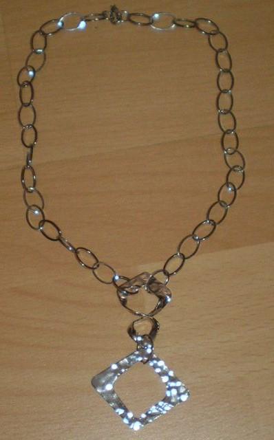 strieborný náhrdelník - Avon,