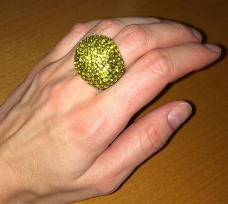 Velky trblietavý koktejlový prsten Mango Touch,