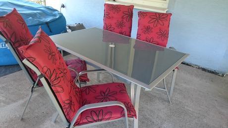 Zahradný nabytok - stol + 4 ks stolicky,