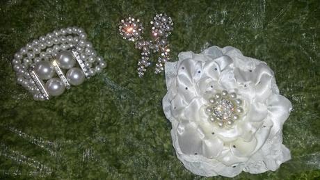 svadobné doplnky náušnice, kvet do vlasov, náramok,