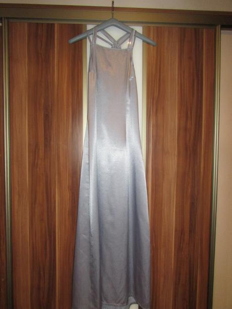 Sivé saténové šaty, 38
