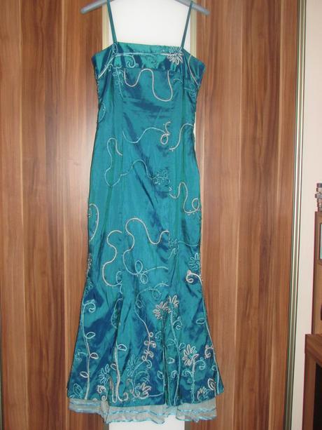Tyrkysové šaty s tylom, 38