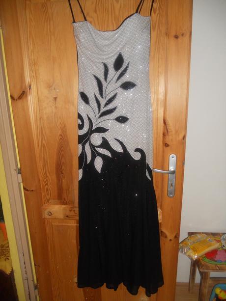 Strieborno-čierne šaty, 44