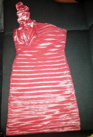 kokteilové spoločenské šaty lososovej farby, 40
