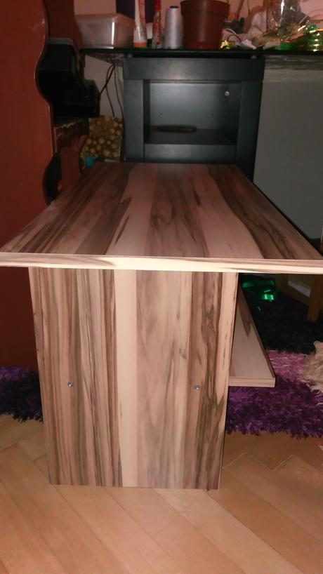 Príručný stolík,