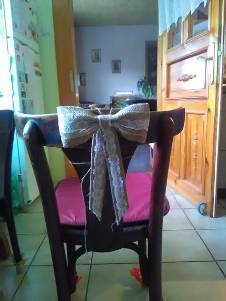 Jutové mašle s krajkou - na židle,