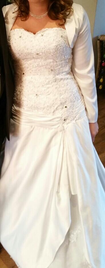 korzetové svadobné šaty  s vlečkov , 38