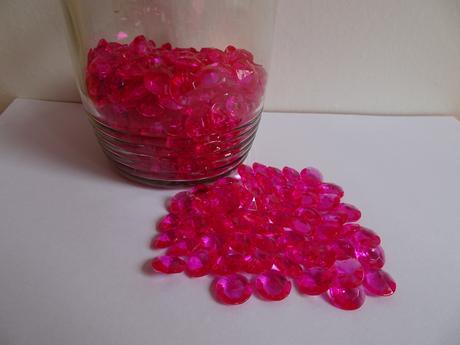 Fuchsiové/malinové akrylové diamanty,